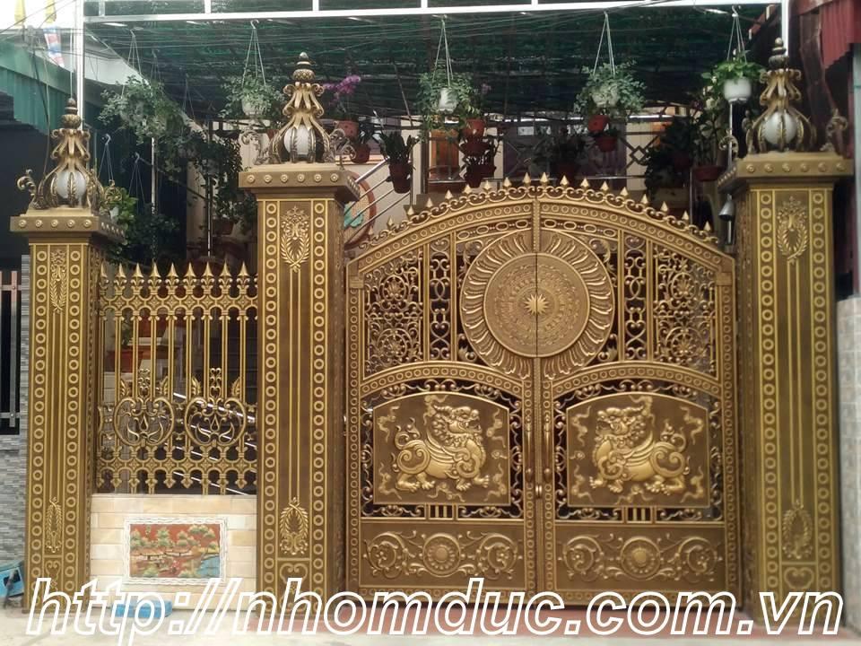 Một mẫu siêu biệt thự với cổng nhôm đúc