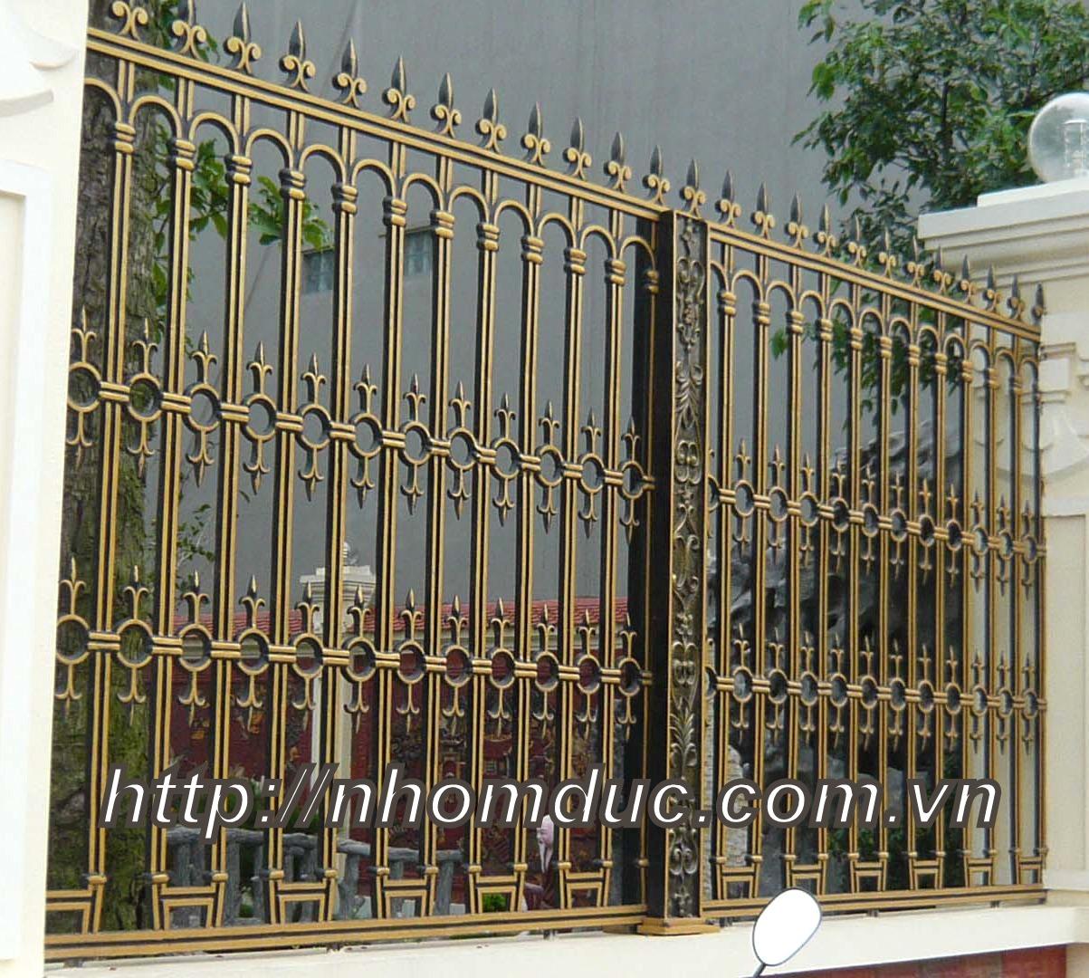 Cty Fuco chuyên tư vấn, sản xuất, thi công hàng rào nhôm đúc, Hàng rào nhôm đúc phù hợp với ngôi nhà có kiến trúc đẹp. Báo giá hàng rào nhôm đúc hợp kim