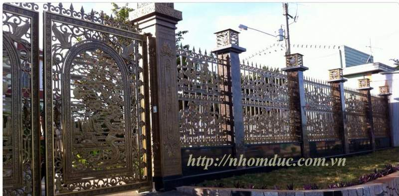 Hàng rào nhôm đúc không bị oxi hóa, chất lượng, có độ bền vĩnh cửu, kiểu giáng