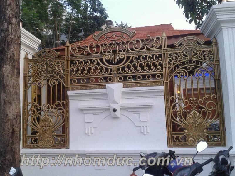 Cong nhom duc là sản phẩm cửa cổng được đúc bằng hợp kim nhôm.