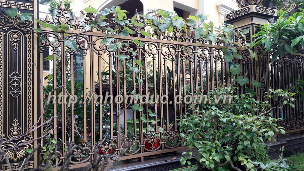 Mẫu hàng rào nhôm đúc HR 102, Hàng rào nhôm đúc được làm từ chất liệu nhôm. Hàng rào nhôm đúc không bị oxi hóa, bền, đẹp với thời gian