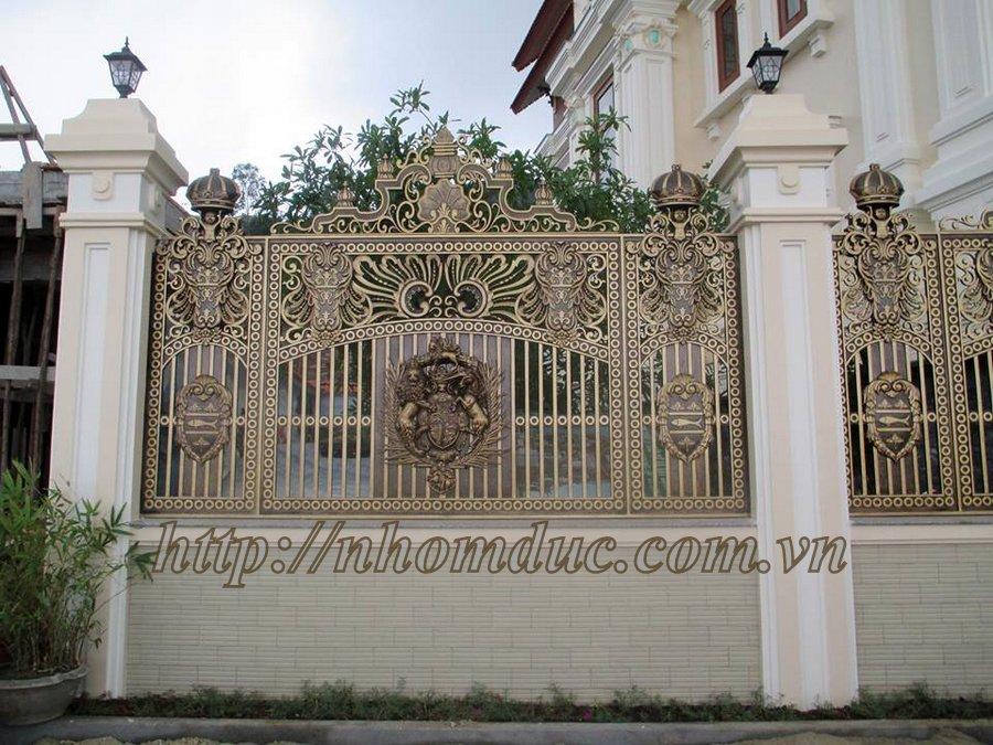 Giá hàng rào nhôm đúc được tính theo mét vuông, chông gai tường rào